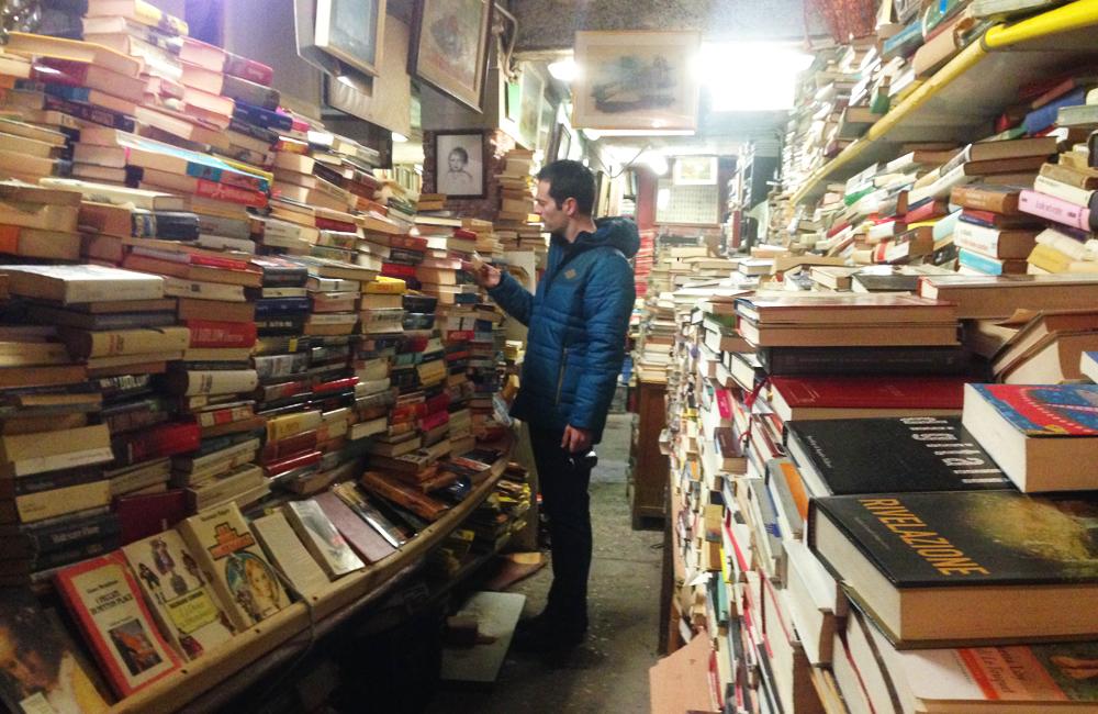 venecia libreria acqua alta canal italia