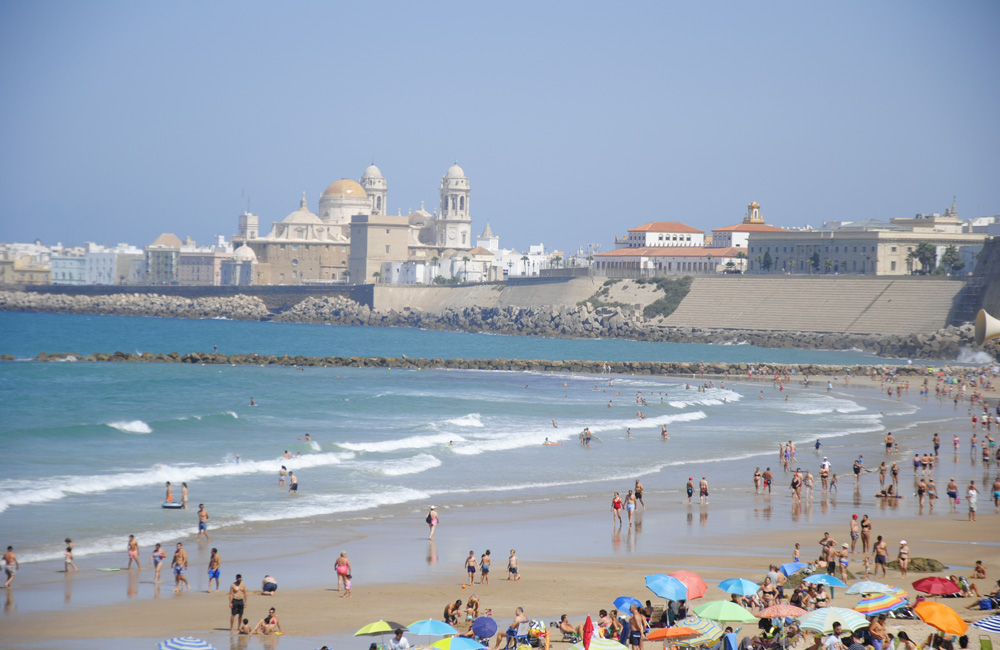 Playa y catedral de Cádiz