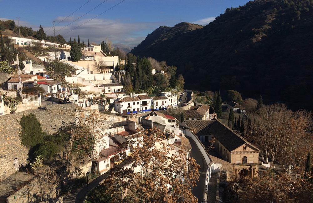 Camino que lleva a la verea de Enmedio para ver La Alhambra