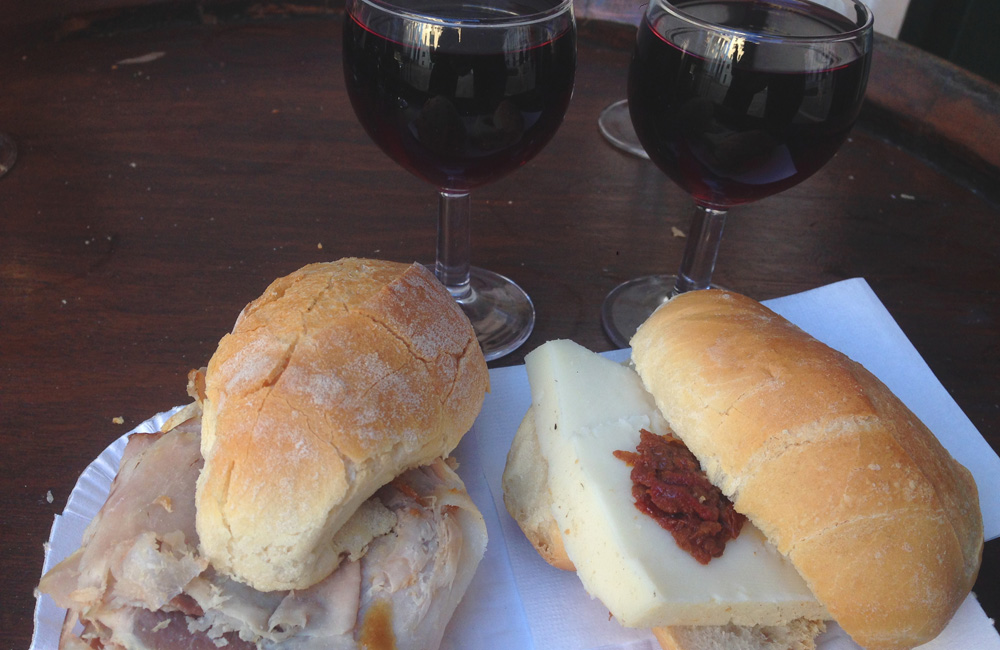 Montaditos y vino barato en Venecia