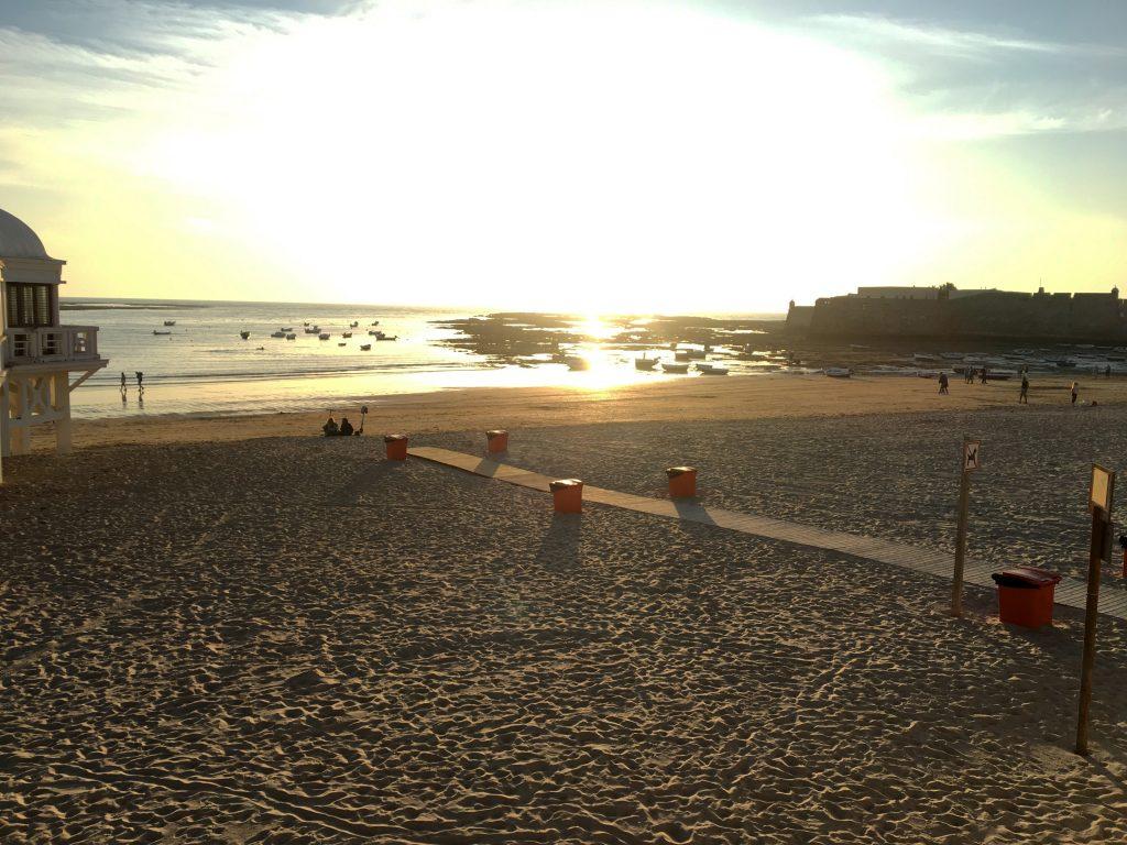 Viaje a España en 2020. Foto del atardecer de la playa de La Cateta (Cádiz, Andalucía, España)