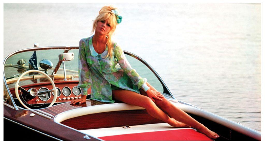 Briggite Bardor usaba sandalias cangrejeras transparentes en la Costa Azul