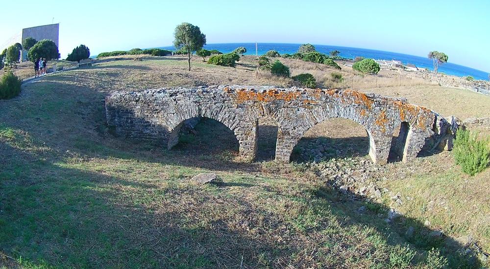 Acueducto romano de Baelo Claudia en Cádiz