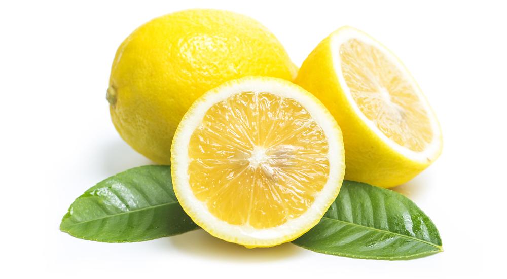 limón para limpiar el plástico transparente